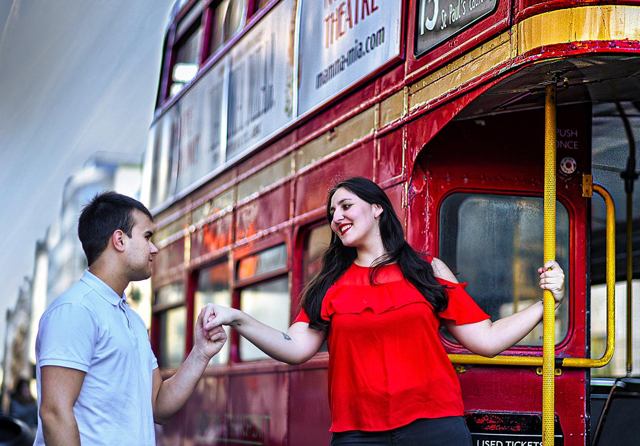 pareja-londres-autobus