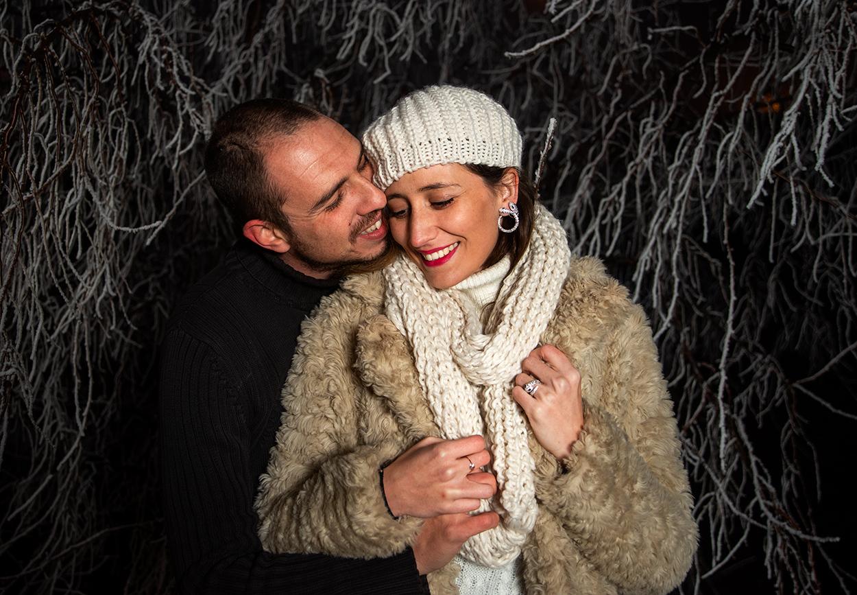 nieve-pareja-abrazandose