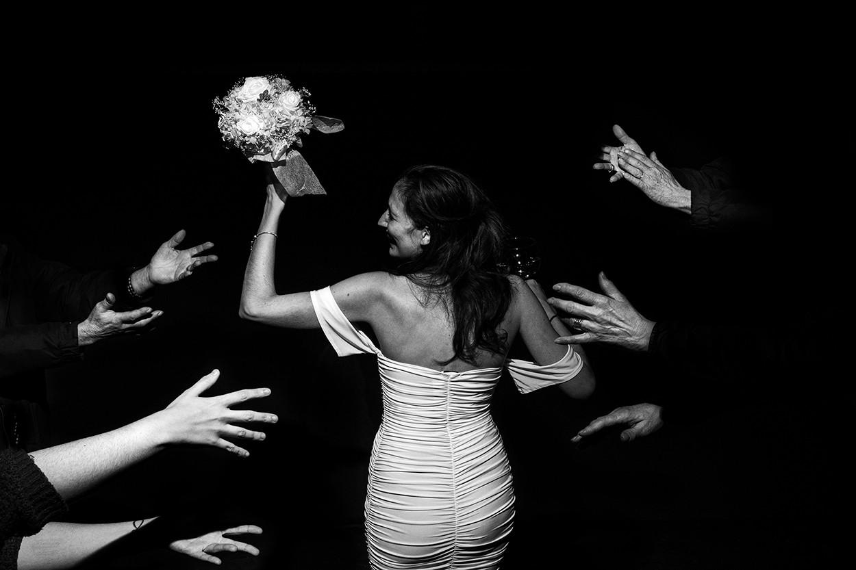 novia-manos-alrededor
