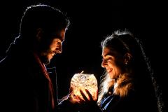 bola-luz-navidad-pareja