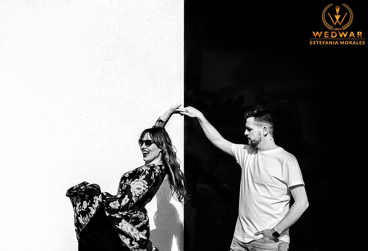 Fotógrafos de boda Premios Wedwar Awards novios bailando