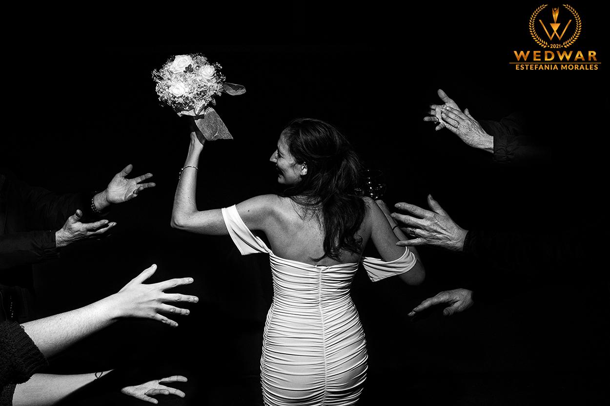 Fotógrafos de boda  Premios Wedwar Awards Novia ramo